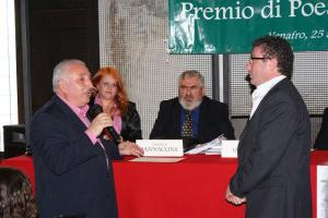 Adriano Petta, vincitore per il Giornalismo culturale, e il consigliere regionale Nicandro ottaviano